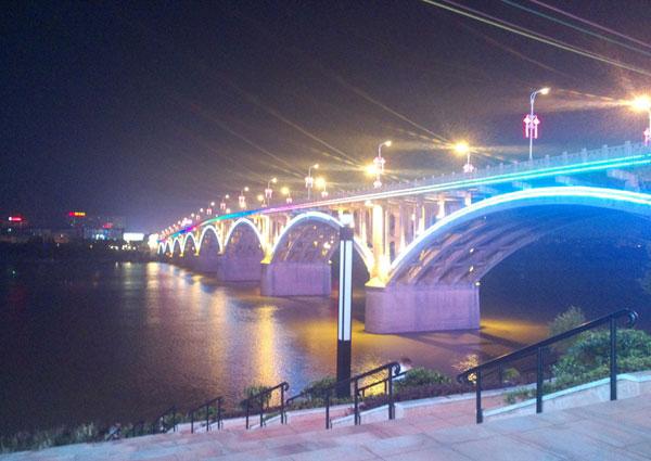 大桥亮化设计